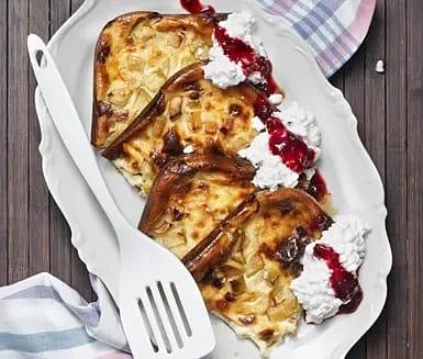 Ugnspannkaka med äpple och bacon