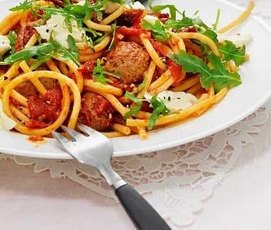 """Köttbullar """"Lady och Lufsen"""" med italiensk tomatsås"""