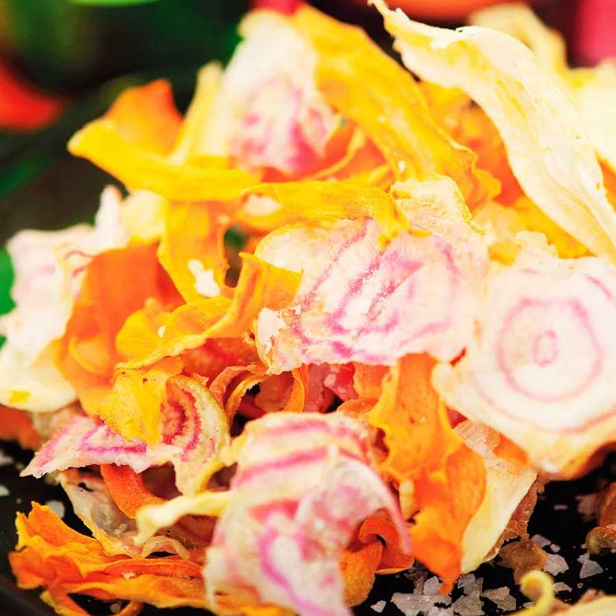 Färgglada rotfruktschips