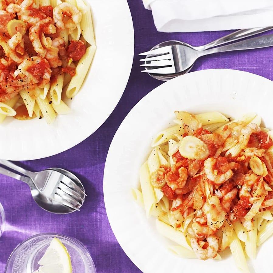 Räkpasta med het tomatsås