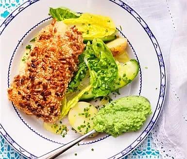 Fröstekt torsk med ärtpesto och roman- och gurksallad