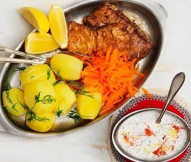 Stekt torsk med rom- och rödlöksgräddfil