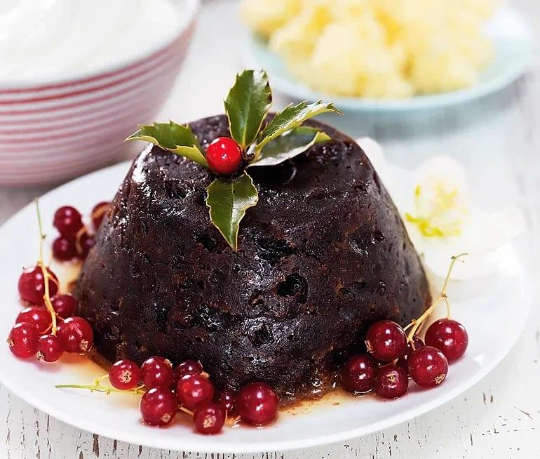 Ångkokt pudding med fikon, hasselnötter och konjakssmör