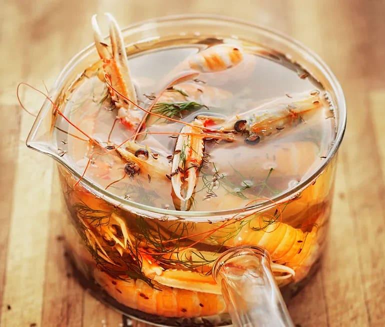 Koka krabba, havskräftor eller hummer