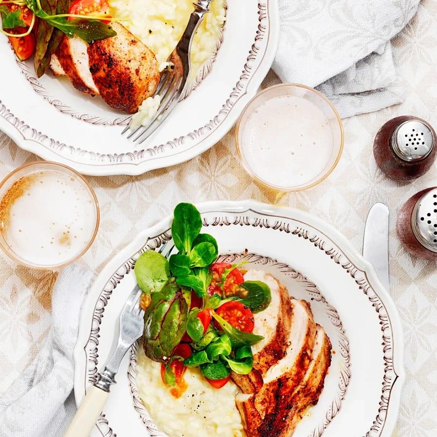 Vitlöksstekt kyckling med krämig risotto och körsbärstomater