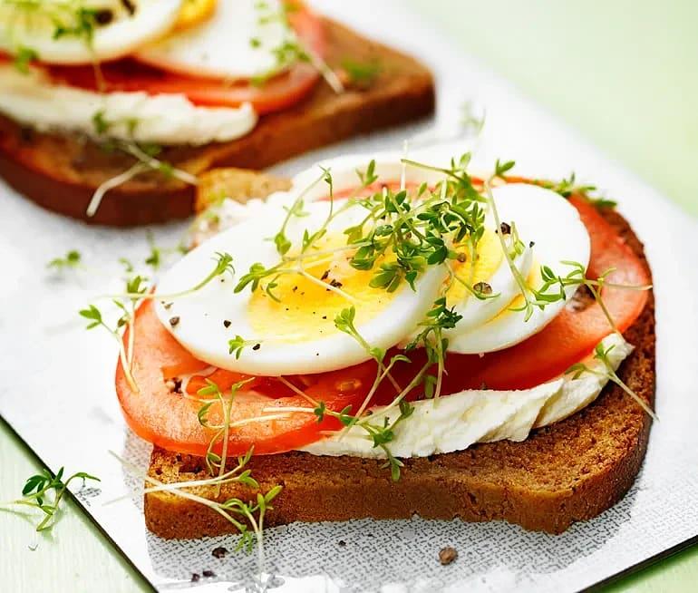 Ägg- och tomatmacka