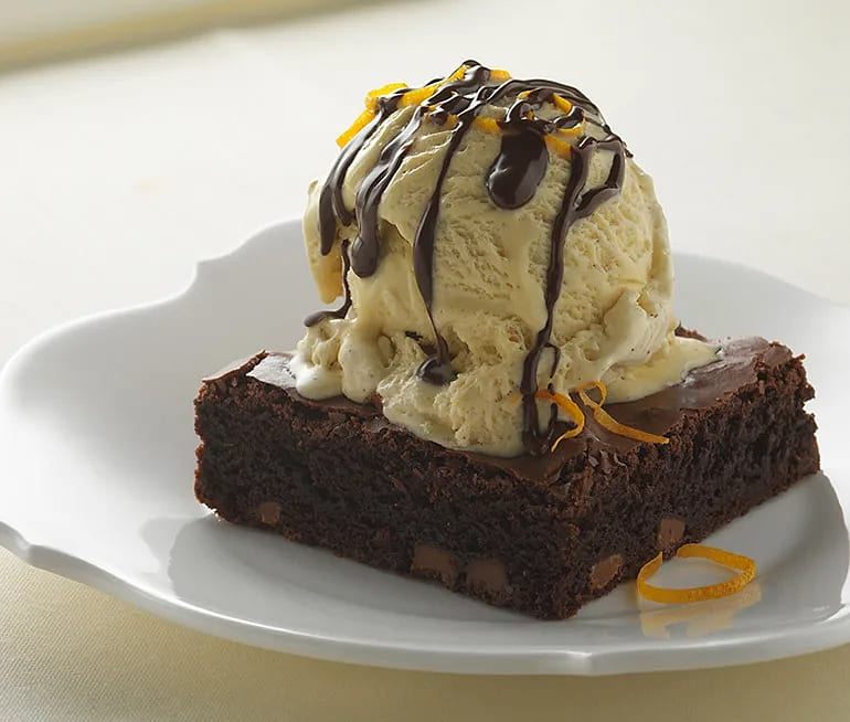 Chokladkaka med apelsintwist och vaniljglass