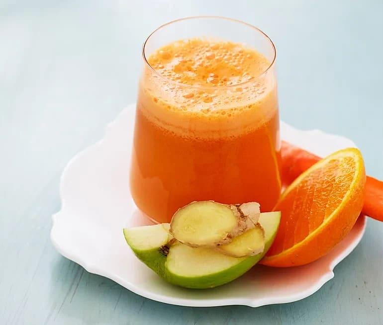 Morotsjuice med äpple och ingefära