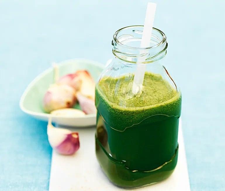 Grönsaksjuice med svartkål och ananas