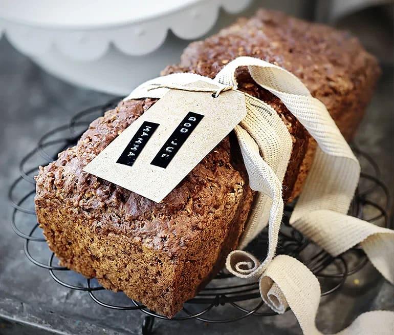 Bröd med lingon och vört