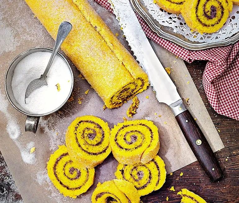 Saffransrulltårta med apelsinchokladfyllning