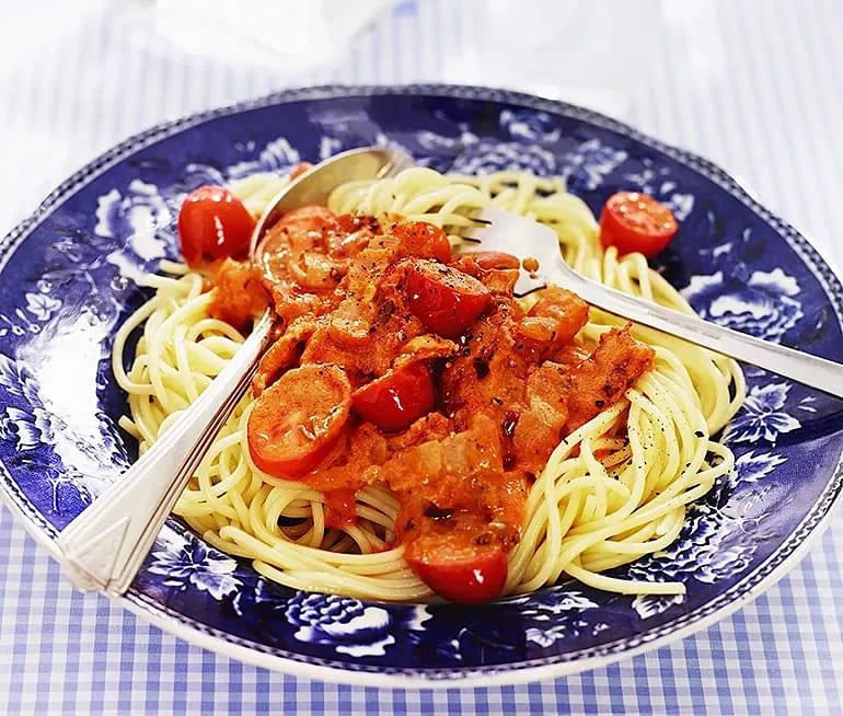 Tomat- och baconpasta
