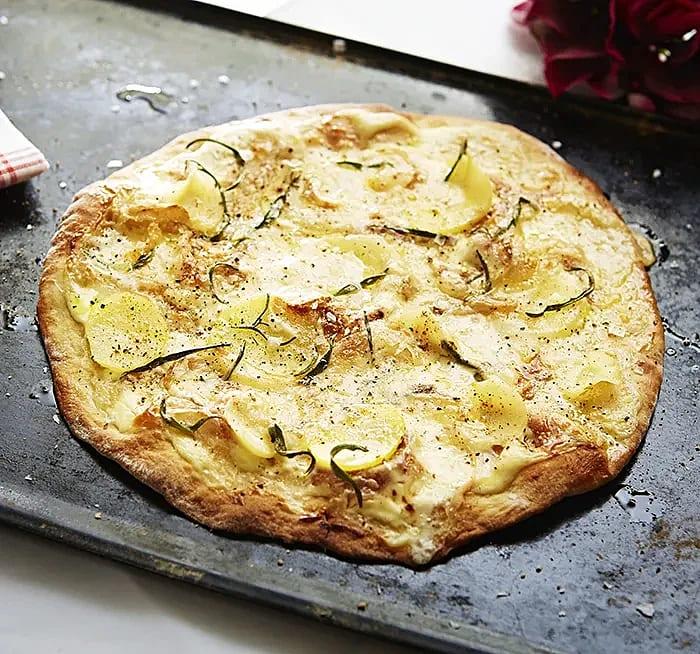 Pizza bianca med potatis och palsternacka