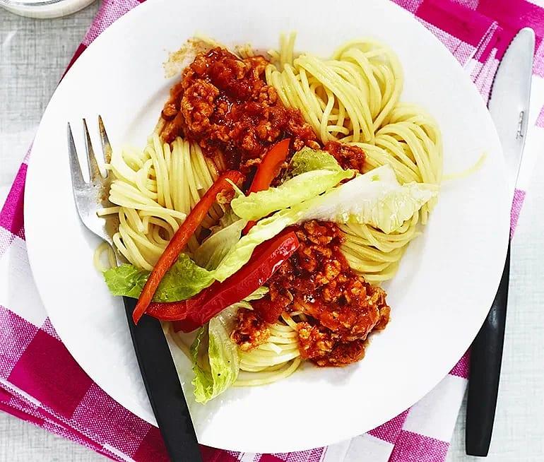 Spaghetti med kryddig kycklingfärssås