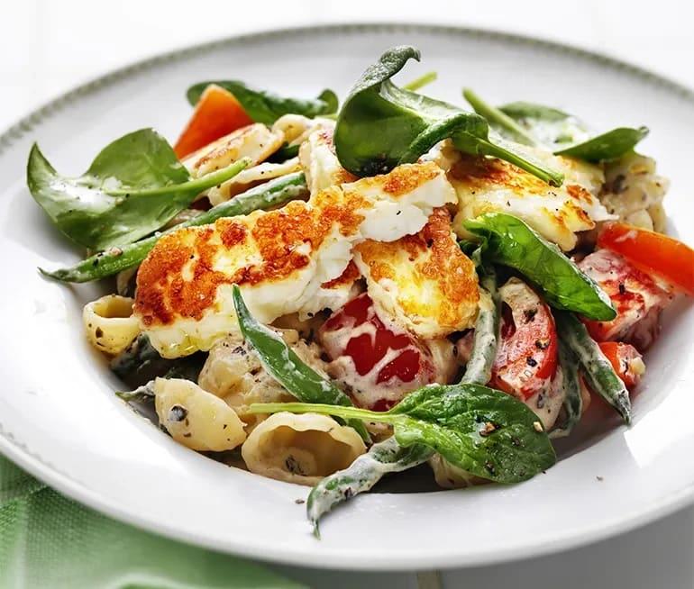 krämig pasta med halloumi och tomat