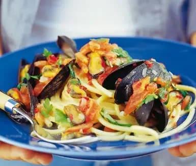 musslor pasta tomatsås