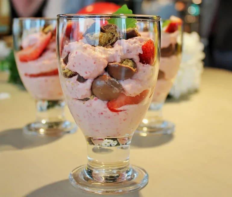 efterrätt med frysta jordgubbar