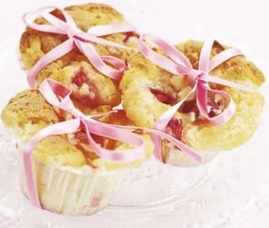 muffins med jordgubbar och vit choklad