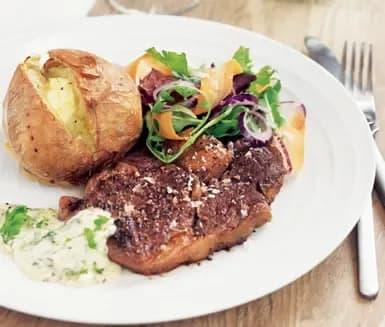 bakad potatis kött
