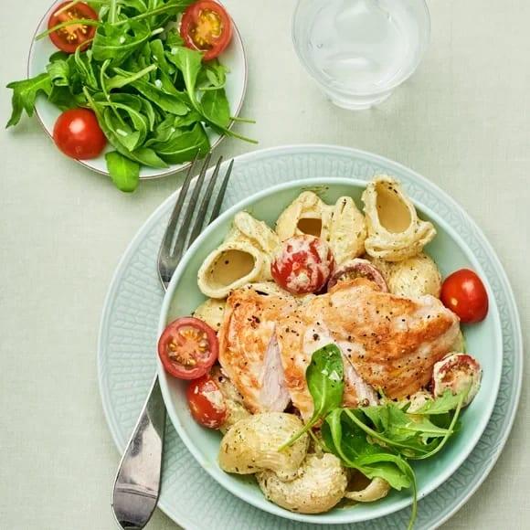 krämig pasta med kyckling och pesto