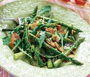 tillaga grön sparris stekt