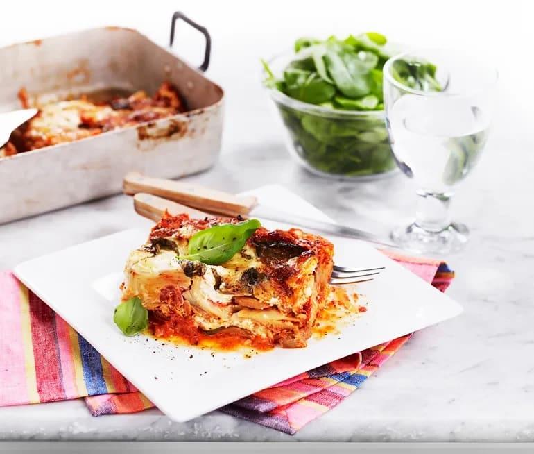 vegetarisk lasagne med spenat och mozzarella