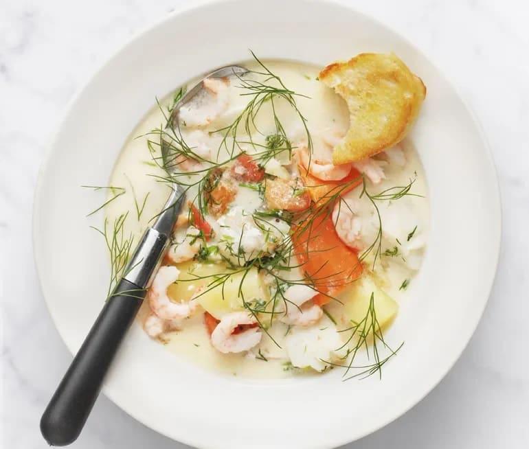 fisksoppa med räkor och vitlök